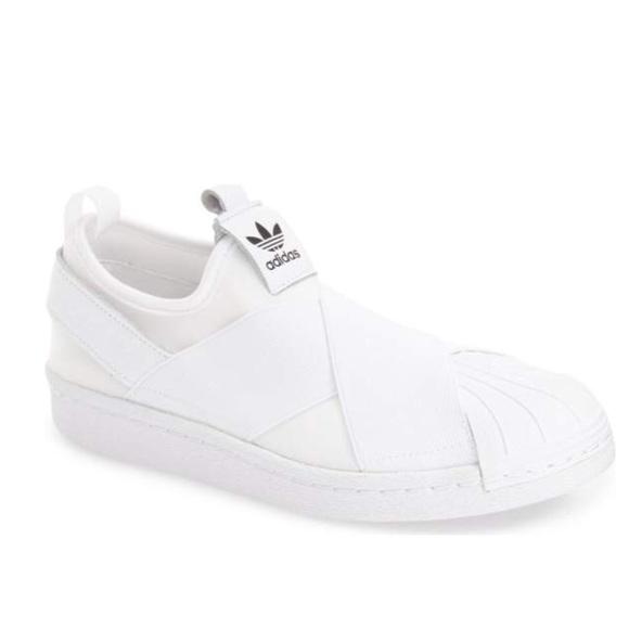 adidas superstar scivolare sulle scarpe da ginnastica in bianco poshmark
